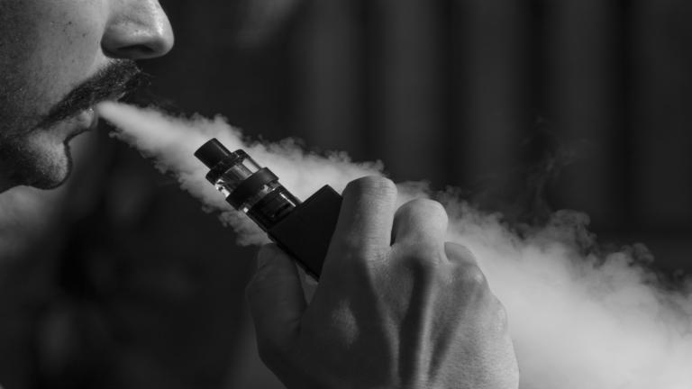 Fake CBD Liquid Droge aus synthetischen Cannabinoiden.